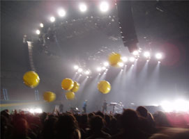 Yellow globos in the night