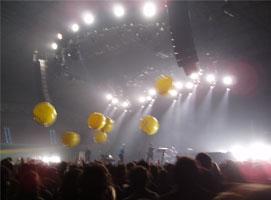 Yellow globos in the night