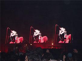 Tri-Chris Martin haciendo gorgoritos