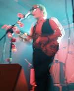 Ed Harcourt a la guitarra