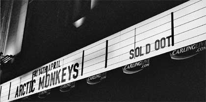 Imagen de la entrada a un show de los Arctic Monkeys
