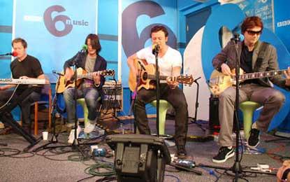Los Manic Street Preachers en los estudios de la BBC
