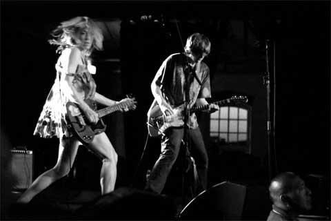 Los Sonic Youth durante un concierto