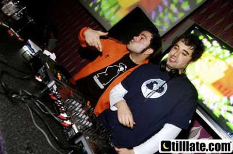Los DJs de La Furgoneta Azul, Dj JaeT32 y Dj Tr3nK