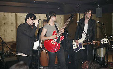 El supergrupo The Chavs en un concierto
