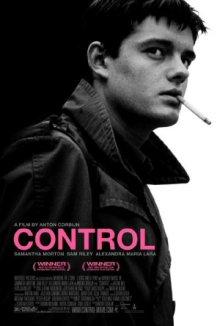 Poster promocional del biopic sobre Ian Curtis titulado Control y dirigido por Anton Corbijn