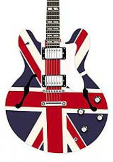 Guitarra con la bandera británica dibujada