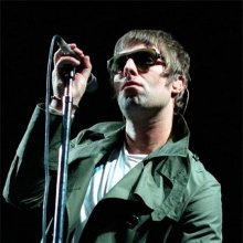 Liam Gallagher sobre un escenario
