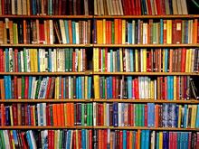 Librería con libros