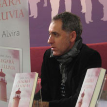 El escritor Mikel Alvira